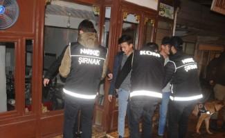 Cizre'de Narkotik Polislerinin uyuşturucu denetimi gece de devam etti