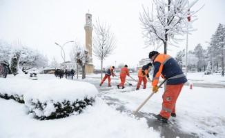 Çorum Belediyesi'de karla mücadelede mesaisi
