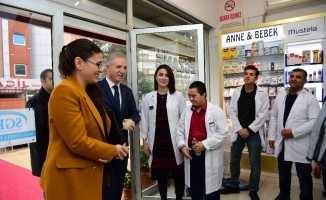 Eczacıda çalışan down sendromlu gence Vali Gül'den sürpriz ziyaret