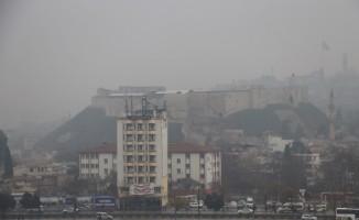 Gaziantep'te soğuk ve sisli hava hayatı olumsuz etkiliyor