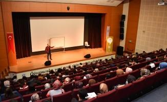 """""""İletişimde Ustalık Zirvesi"""" konulu seminer düzenlendi"""
