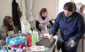 İskenderun'da kadınlara yönelik ahşap boyama kursu
