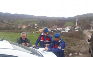 Jandarma ekiplerinden Gölcük'te trafik uygulaması