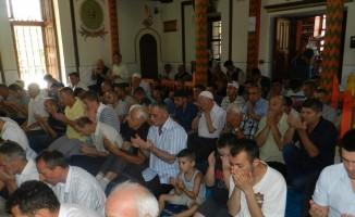 Kosova camilerinde ordu için hutbe