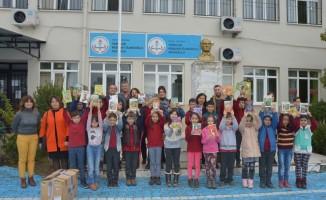 MHP'li kadınlar öğrencileri sevindirdi