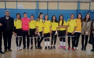 Okullar arası voleybol turnuvası düzenlendi