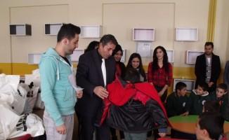Özalp'ta 'Minik Bedenler Üşümesin' projesi
