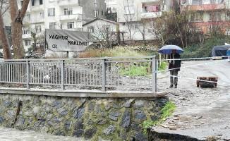 (Özel) Sarıyer'de belediye köprüyü yıkınca onlarca araç otoparkta mahsur kaldı