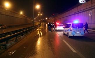 Patlayan su borusu kara yolunda ulaşımı aksattı