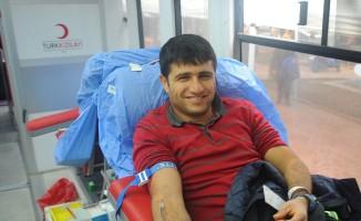 Seferihisar Belediyesi çalışanları da minik Öykü için kan verdi