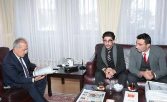 Suriyeli Öğrencilerden Rektör Çomaklı'ya teşekkür ziyareti