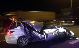 TEM otoyolunda otomobil tıra çarptı: 1 yaralı