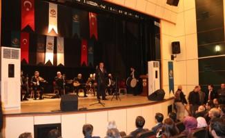 Türk halk müziği sanatçısı Selahattin Alpay Hizan'da Konser verdi