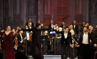 Türk opera sanatçısı Kosman Kırgızistan'da İtalyan eseri
