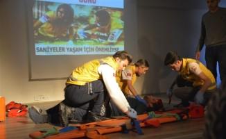 Üniversite öğrencilerine ilk yardım eğitimini