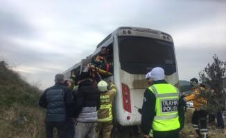 Üniversite öğrencilerini taşıyan minibüs kaza yaptı: 6 yaralı