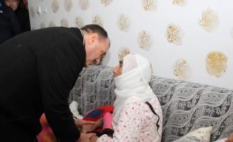 Vali Kaldırım incelemelerde bulundu, hasta ve yaşlıları ziyaret etti