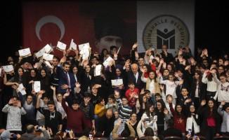 2 bin öğrenci başarı belgelerini Yaşar'dan aldı