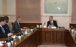 ABD'li Senatör Graham, Bakan Akar'ı ziyaret etti