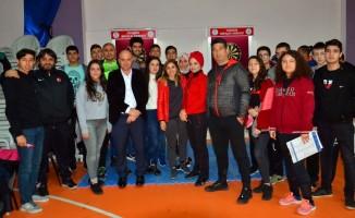 """Adana'da """"Okullar Arası Gençler Dart Müsabakaları"""" tamamlandı"""