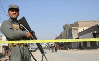 Afganistan'da askeri üsse bombalı saldırı!