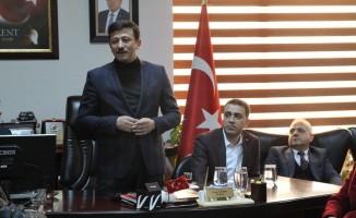 """AK Partili Hamza Dağ: """"İzmir'de 3,5 aydır tiyatro izliyoruz"""""""