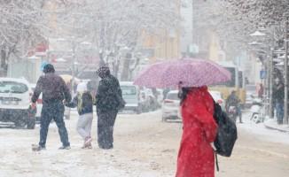 Aksaray'da kar yağışı şehri beyaza bürüdü