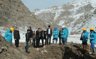 Ali Tekataş'tan dağları aşıp arızayı gideren ekibe ziyaret