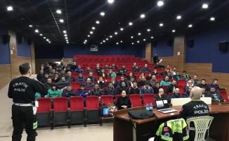 Aliağa Belediyesi personeline trafik eğitimi