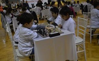Aliağa'da geleneksel satranç turnuvasında kıyasıya mücadele