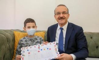 ALL hastası çocuk, karne heyecanını evinde yaşadı