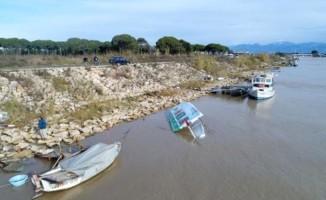 Antalya'da fırtına nedeniyle 6 tekne battı
