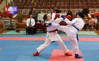 Aydın'da karate il birinciliği müsabakaları gerçekleştirildi