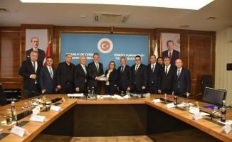 Bakan Pekcan İZTO heyetini ağırladı