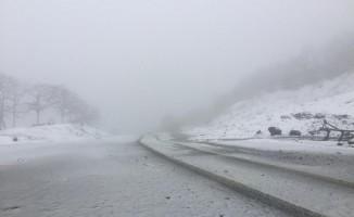 Balıkesir'de yüksek kesimlerde kuvvetli kar yağışı başladı