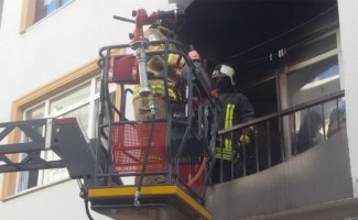 -Balkona bırakılan kova apartmanı yakıyordu