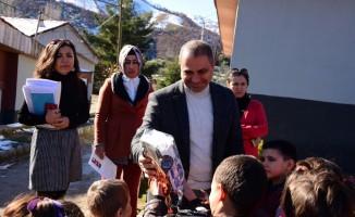 Başkan Ali Uçak'tan öğrencilere karne hediyesi