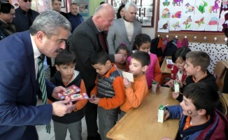 Başkan Alıcık'tan karne hediyesi lunapark bileti