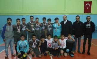 Başkan Vekili Işıktaş, minik sporculara ödül verdi