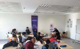 Batman'da yaşayan Suriyeliler Türkçe öğreniyor
