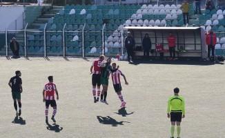 Bornova 1881 Spor ve Foça Belediyespor puanları paylaştı