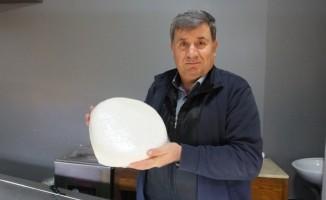Burhaniye'de 10 liraya satılan köy peyniri yoğun ilgi gördü