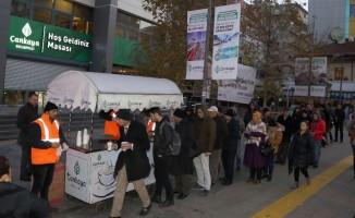Çankaya Belediyesi vatandaşları çorbayla ısıtıyor
