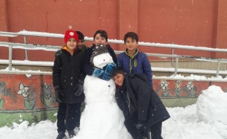 Çocuklar kar tatilini okulda öğrendi, doyasıya eğlendi