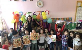 Çorlu'da öğrencilerin karne sevinci