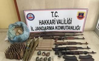Çukurca'da çok sayıda silah ve mühimmat ele geçirildi