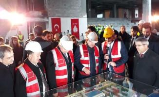Dışişleri Bakanı Çavuşoğlu, Başkan Uysal ile BM Gençlik Merkezi inşaatını inceledi