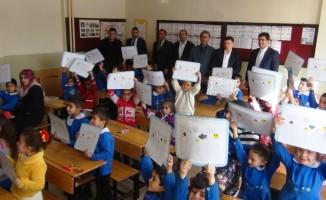 Erciş'te 48 bin 700 öğrenci karne heyecanı yaşadı