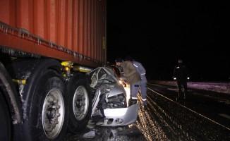 GÜNCELLEME - Konya'da otomobil tırla çarpıştı: 4 ölü, 2 yaralı