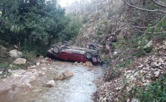 Hatay'da otomobil dereye uçtu: 4 yaralı